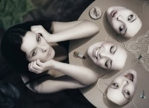 E quando as máscaras caem, o que sobra?